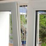 Trixie skyddsnät i vitt för pivotfönster - Variant 1: fixeras på fönstrets sida (1 del)